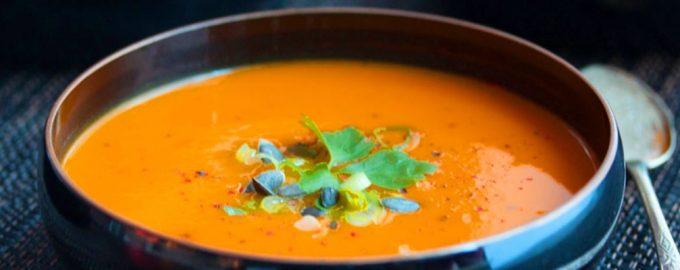 Obuolių ir morkų sriuba su kari