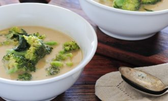 Žalioji kari sriuba su brokoliais
