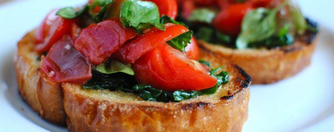 Brusketa su pomidorais ir špinatais