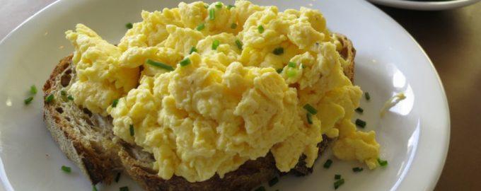 Greita kiaušinienė mikrobangų krosnelėje
