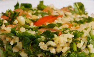 Bulguro salotos su pomidorais ir žalumynais