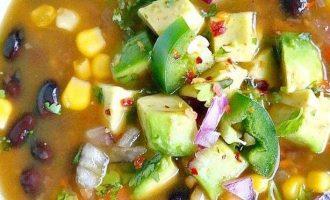 Daržovių sriuba su pupelėmis ir kukurūzais