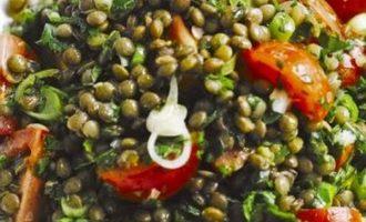 Lęšių salotos su vyšniniais pomidorais
