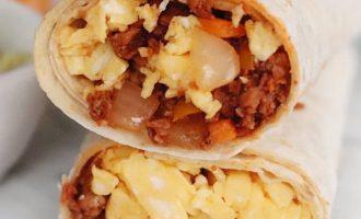 Buritos su Chorizo dešrelėmis ir omletu