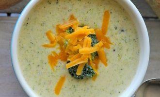 Kreminė brokolių sriuba su sūriu
