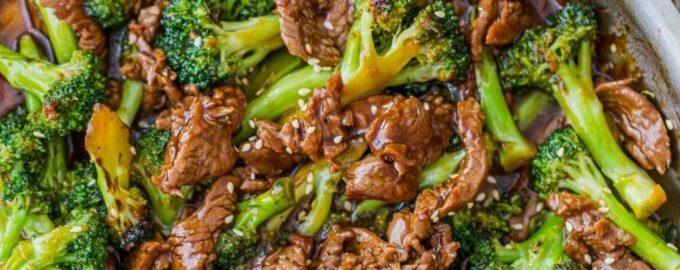 Troškinta jautiena su brokoliais sojų ir imbierų padaže