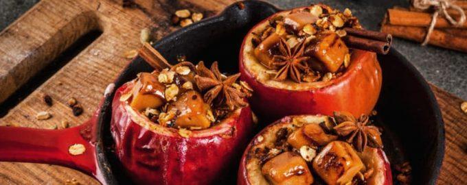 Kepti obuoliai su riešutais ir aguonomis