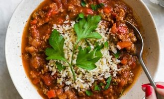 Pomidorų sriuba su jautiena, ryžiais ir paprikom