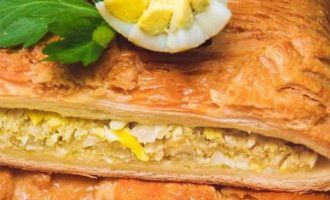 Sluoksniuotos tešlos pyragas su kopūstais ir kiaušiniais