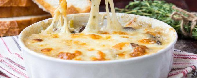 Vištienos apkepas su sūriu ir pievagrybiais