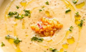 Trinta žiedinių kopūstų sriuba su česnakais