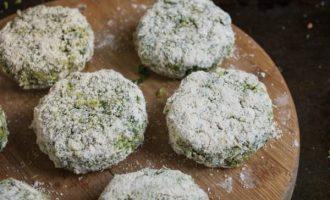 Vegetariški kotletai iš brokolių ir špinatų
