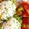 Benedikto kiaušiniai su avokadu ir sūriu